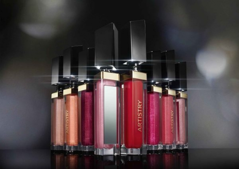 Νέα σειρά Artistry Signature Color Light Up Lip Glosses